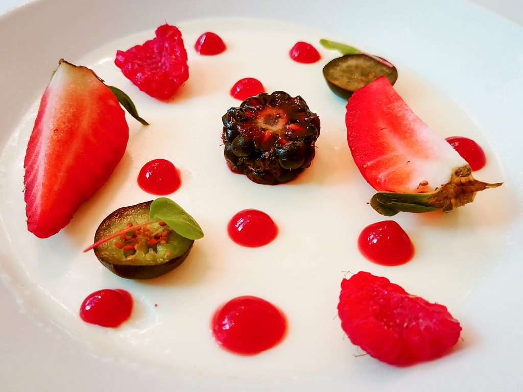 Cover picture: Dessert on a plate